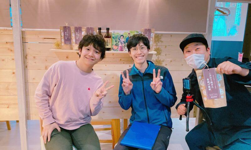 レンコンチップスを作るあいち食べる通信頴川さんと田島蓮園